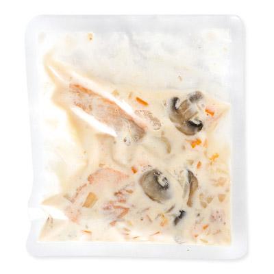 クネーデル(クルトン)と秋鮭と帆立のチーズクリームシチュー