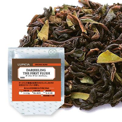 お茶に合う贅沢な焼き菓子のセットと紅茶